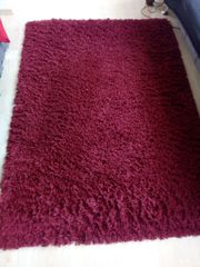 Hochflorteppich rot