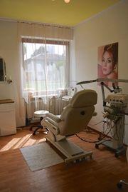 Ein Raum im Kosmetikstudio Mü-