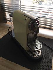 Neuwertige Espressomaschine zum