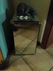 Spiegeltischchen