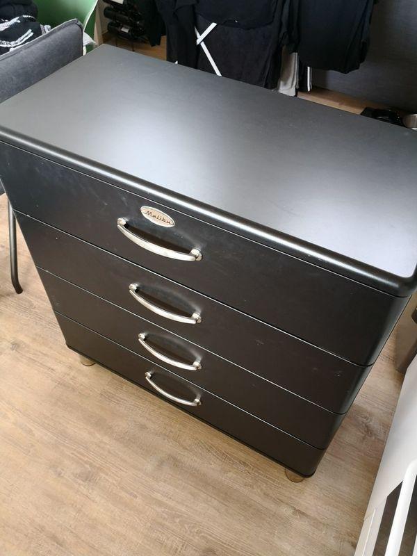 schwarzer schrank elegant full size of schrank in weis gebraucht weiss schrankbett hochglanz. Black Bedroom Furniture Sets. Home Design Ideas
