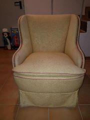 Gemütlicher und stilvoller Sessel der