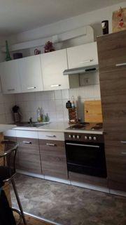 Drei Zimmer; Wohnküche,