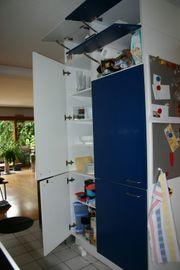 Zwei Küchenschränke mit