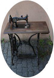 Antike Pfaff Nähmaschine mit Gestell