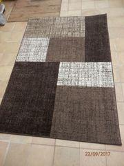 Schöner unbenutzter Teppich