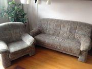 Zeitlose Couch und Sessel von