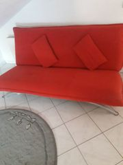 Rote Couch mit