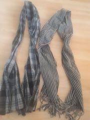 Zwei Modische Schal