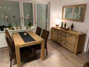 Esstisch Stühle Kommode und Spiegel