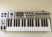 Keyboard M-Audio Ozonic Midi