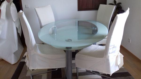 Grosser Glastisch mit 4 Stühlen