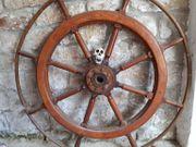 Riesiges Schiffssteuerrad aus Holz
