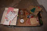 Weihnachts- Nikolasschmuck und Verpackungsmaterial