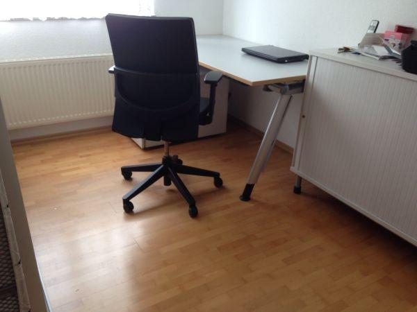 Qualität von Haworth- Schreibtisch,Roll-Container, Drehstuhl in ...