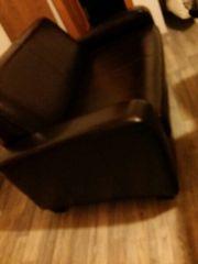 kleines braunes Sofa