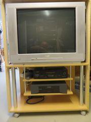 Fernseher und zwei Videorecorder gegen