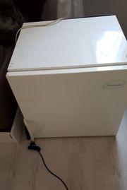 Kleiner funktionstüchtiger Kühlschrank
