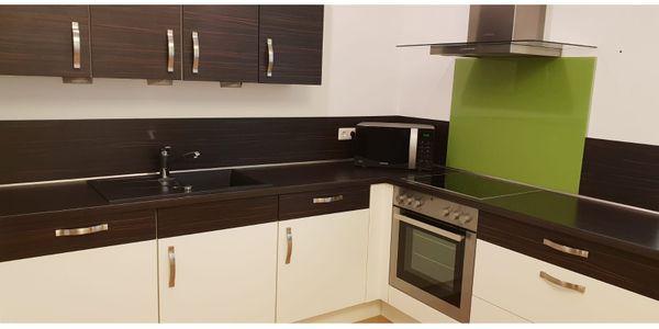 gebrauchte kchen stuttgart latest natrlich in zustand mit gedmpften auszgen und inklusive aller. Black Bedroom Furniture Sets. Home Design Ideas