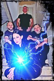 Backgroundsängerin für eine Skunk Anansie-Tributeband