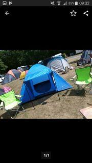 zelt mit Campingstühlen