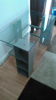 Fernsehenregal mit Glas