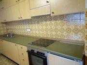 Alte Einbauküche mit Elektrogeräte zum