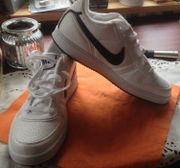 Neue Nike Sportschuhe
