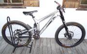 Downhill-Bike Propain Rage mit 7