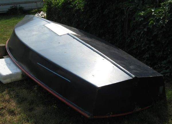 Angelboot mit Trailer TÜV 9. 19 - Limburgerhof - Das Boot war ein Segler aus Bootsbausperrholz. Länge 580 cm, Breite 22o cm. Der Trailer ist zugelassen und kann so übernommen werden. - Limburgerhof