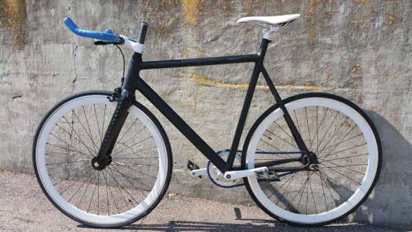 Single Speed Rad - Hattingen Winz-baak - Zu verkaufen Single Speed Rad Hersteller: Fahrradmanufaktur 8bar Berlin Rahmengröße L Material: Karbon, Aluminium Fahrrad ist 3Jahre alt, sehr guter Zustand Anmerkung: Die Vorderradgabel musste wegen eines Materialfehlers ausgetaus - Hattingen Winz-baak