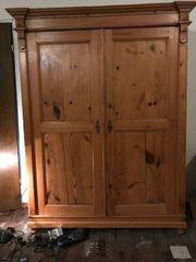Antiker Schrank für Wohnzimmer oder