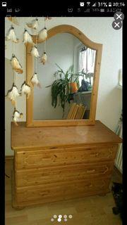 Kommode mit Spiegel