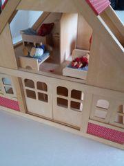 Holz-Puppenhaus alles aus unbehandelten Echtholz