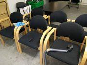 Stuhl gepolstert - schwarz mit Holzlehne