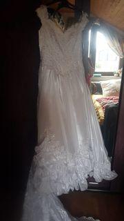 Schönes Brautkleid mit