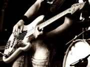 Bassfrau -mann für Rockband gesucht