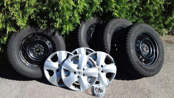 4 gebrauchte Winterreifen zu verkaufen - Schwanstetten - 4x 215/70 R16, Profil 6 mm, Stahlfelgen. Reifen wurden 3 Winter auf Toyota RAV4 gefahren. Nur Abholung!. - Schwanstetten
