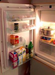 Weißer Kühlschrank mit Tiefkühlfach