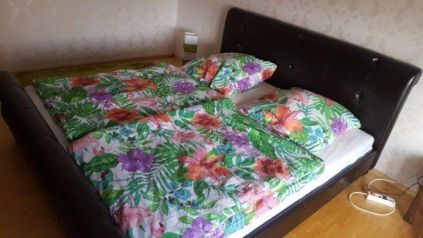 Bett Mit Gepolsterten Kopfteil Inkl