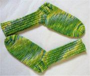 Handgestrickte Socken, handgefärbte