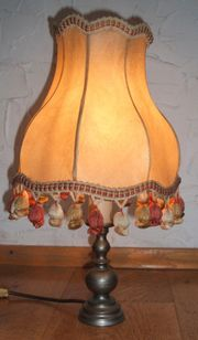 Schöne rustikale Stehlampe
