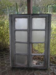 2 Holzfenster mit Rahmen ca