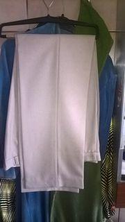 3 verschiedenfarbige neuwertige Anzugshosen aus
