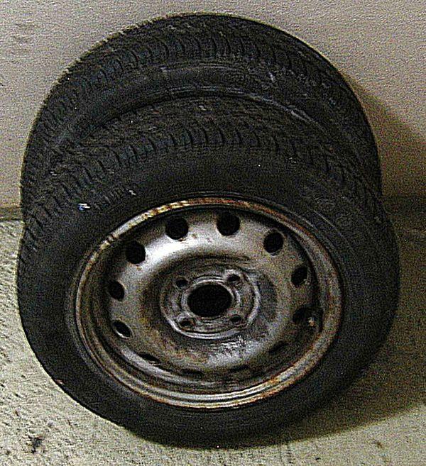 """2Stk ALLWETTER-REIFEN 145-70-13 """"GoodYear Vector 3"""" Renault-Twingo1-Felge ** Abhol/Versand - Eching - 2x 145/70 R13 Goodyear Allwetter, Profil 7,9 mm, Stahlfelgen, für Renault Clio/Twingo etc. GUTES PROFIL CA 7-8MM ** 4-Loch-Felge passend u.a. für Twingo-Clio-Kangoo usw ** Bitte sicherstellen daß es paßt: kein Umtausch-Rückgabe-Erstattung ** - Eching"""