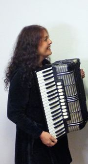 Akkordeonistin bietet musikalische