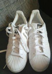 Adidas Superstars zu
