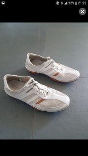Schuhe der Marke
