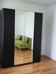Kleiderschrank mit Spiegeltüren!