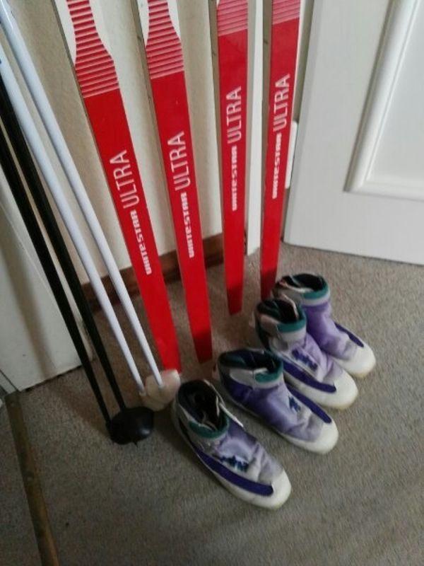 Langlauf Skier - Kulmbach - Langlauf Skier ca.1,90 lang ,mit Stöcke und Schuhe Gr.40 und 41 das Set -48,- bei Abnahme beider Setskomplett ,gibt's den TransportSack dazu. - Kulmbach